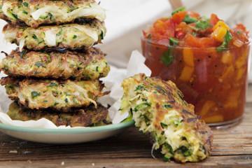 Veganska och vegetariska zucchinifritters.