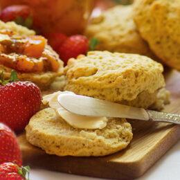 Vakna med varma scones och chiasylt