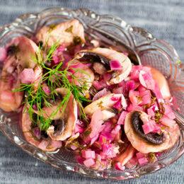 Picklad svamp och lök på skånskt vis