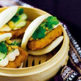 Ångade vegetariska buns med krispig tofu och kimchimajonnäs