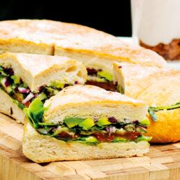 Pan Bagnat – fyllt vegetariskt picknickbröd