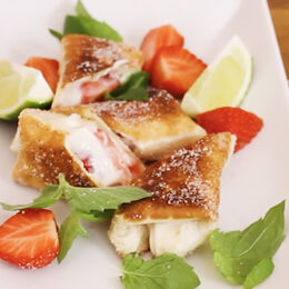 Söt chimichanga med jordgubbar