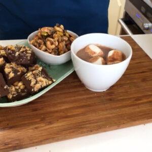 Lönnsirapsnötter, chokladfudge och varm choklad