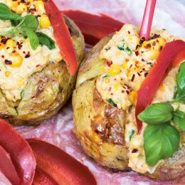 Vegetarisk bakad potatis med krämig kikärtsröra