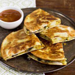 Vegetarisk Indisk masala dosa med tortillabröd