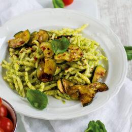 Vegetarisk pasta med zucchinipesto