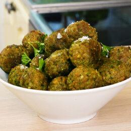 Vegetariska färsbollar med pistage och rucola
