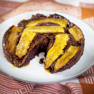 Upside-down-banankaka med choklad