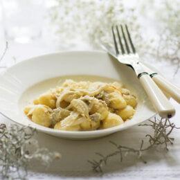 Vegetarisk gnocchi med kronärtskockskräm