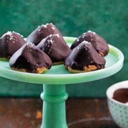 Biskvier med chokladsmörkräm