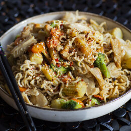 Vegetarisk Lo mein – kinesiska nudlar