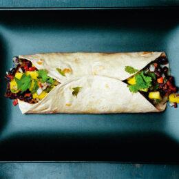 Vegetarisk burrito med mangosalsa