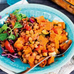 Het vegetarisk sötpotatisgratäng med paprika och chili