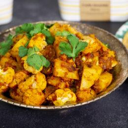 Äkta indisk aloo gobi (med indisk croissant)